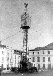 Torre de hierro de la plaza del Ayuntamiento