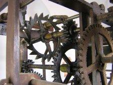 Detalle de la maqunaria del reloj